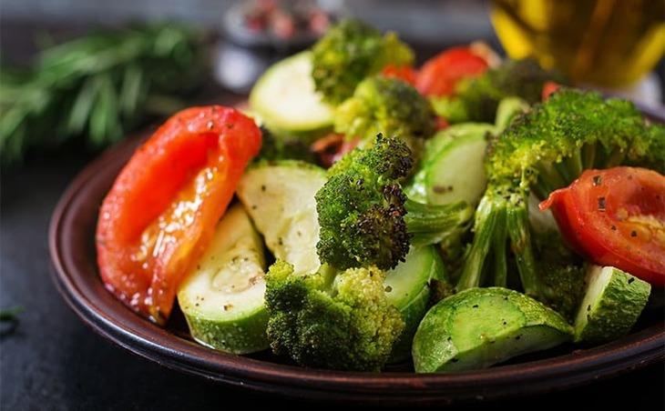Bổ sung thêm các loại thực phẩm có lợi trong cũng là một cách làm xẹp mụn sưng đỏ không nhân từ bên trong