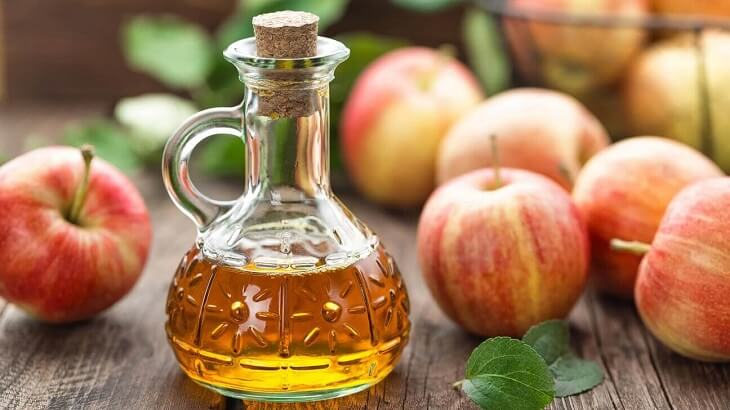 Cách trị mụn thâm ở mông bằng giấm táo