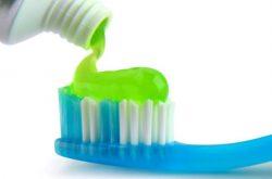 Kem đánh răng - Mẹo hay chữa tàn nhan không phải ai cũng biết