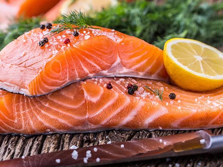 Cá hồi cần thêm vào thực đơn các thực phẩm hỗ trợ điều trị mụn nội tiết