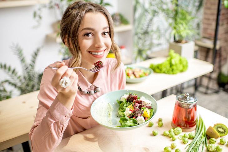 Kết hợp chế độ ăn uống và sinh hoạt khoa học để trị mụn thâm hiệu quả