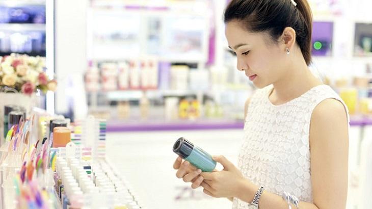 Chọn kem trị mụn thâm cho da dầu ở cửa hàng chính hãng