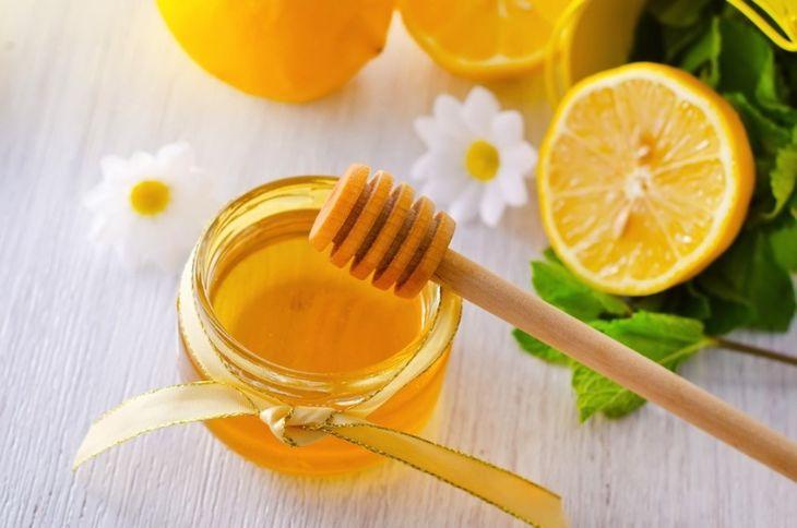 Mật ong hỗ trợ trị mụn thâm hiệu quả