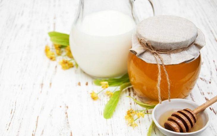 Chữa yếu sinh lý bằng mật ong kết hợp với sữa ấm