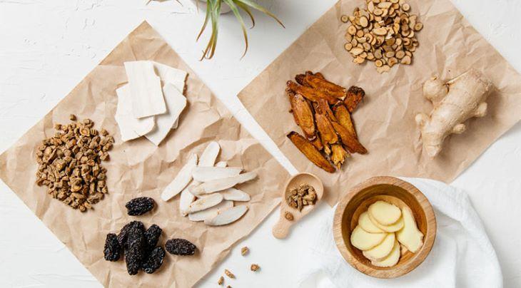Các bài thuốc Đông y cũng là giải pháp hữu hiệu để điều trị tình trạng da mặt bị khô và ngứa