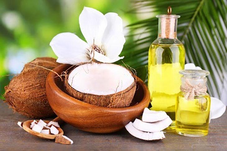 Dầu dừa giúp cấp ẩm da đầu, giảm ngứa, cải thiện triệu chứng vảy nến da đầu hiệu quả
