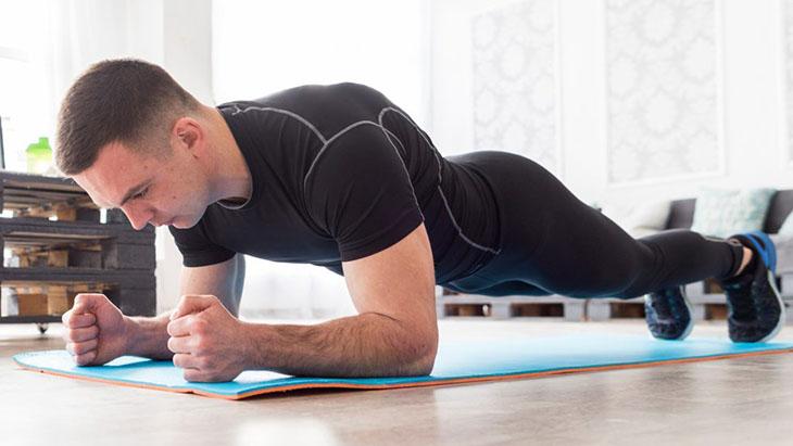 Plank là bài tập chống xuất tinh sớm được nhiều quý ông thực hiện
