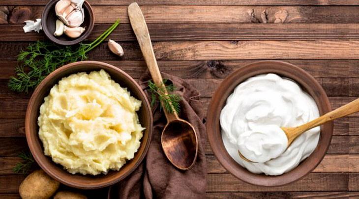 Khoai tây và sữa chua không đưỡng giúp loại bỏ tế bào chết, làm sáng da và đẩy mụn cám hiệu quả