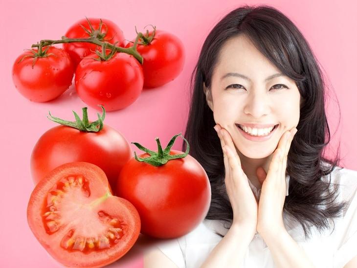 Cà chua vừa làm xẹp mụn sưng đỏ, vừa làm trắng da
