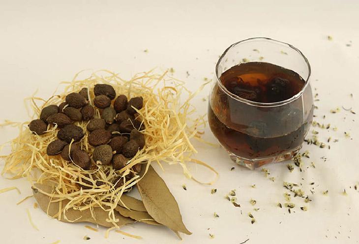Hạt đười ươi nổi tiếng với tác dụng chữa bệnh gai cột sống