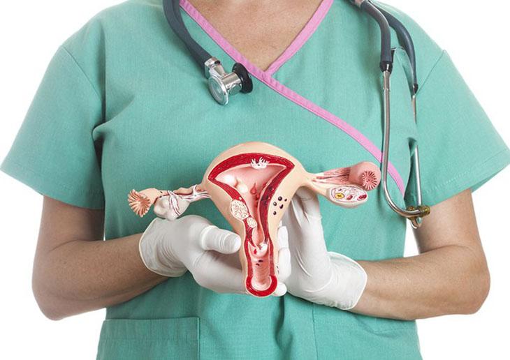Huyết trắng có màu hồng nhạt có thể do ung thư cổ tử cung