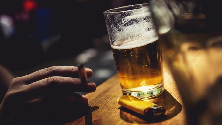 Rượu bia, thuốc lá là những thói quen xấu nam giới cần loại bỏ