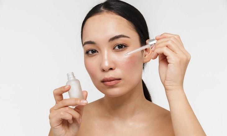 Lưu ý khi dùng serum trị mụn thâm cho da khô