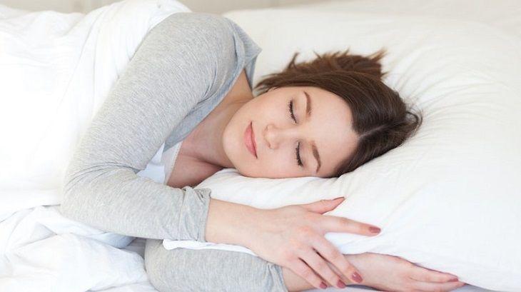 Ngủ đủ giấc giúp cải thiện tình trạng rạn da sau sinh