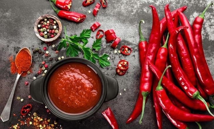 Thực phẩm cay nóng là nguyên nhân hàng đầu gây ra mụn bọc sưng đỏ