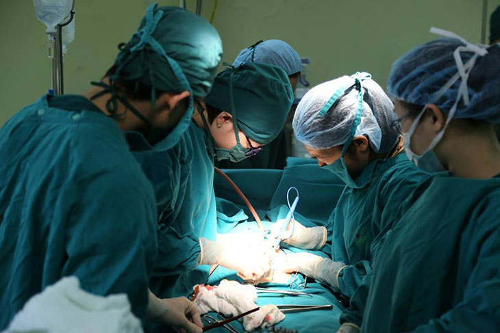 Phương pháp mổ mở trong phác đồ điều trị viêm phần phụ