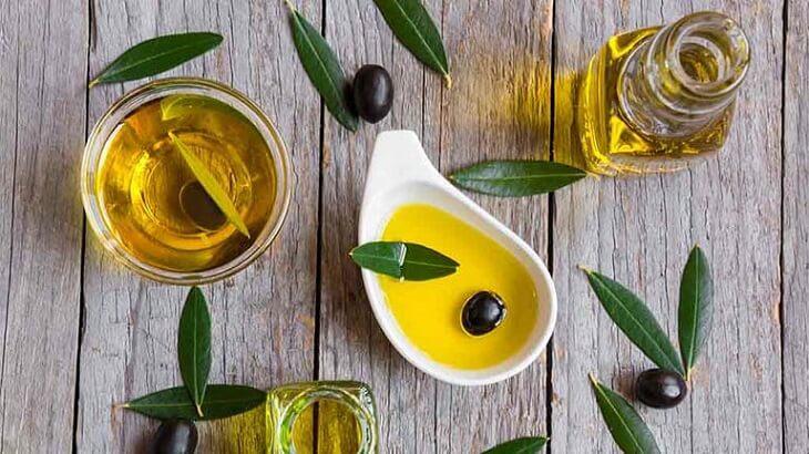 Dầu ô liu chứa nhiều vitamin và khoáng chất sẽ nuôi dưỡng và kích thích sản sinh collagen