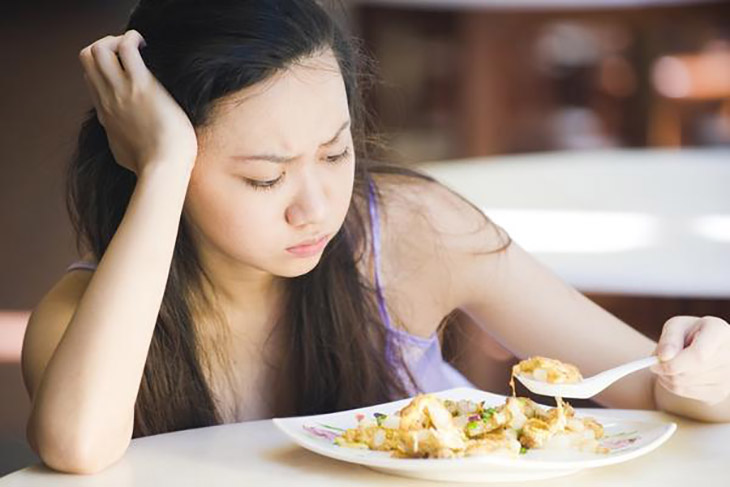Việc thiếu hụt dưỡng chất khiến da không được nuôi dưỡng tốt, gây rạn da sau sinh