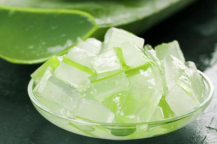 Các dưỡng chất trong nha đam rất có ích cho việc dưỡng ẩm, làm mềm và tái tạo làn da