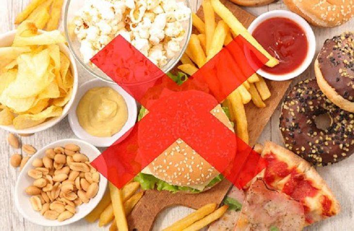Người bị viêm da cơ địa nên hạn chế ăn các thực phẩm nhiều dầu mỡ