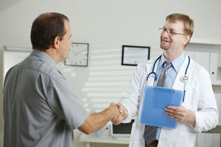 Người bệnh nên đi khám và hỏi ý kiến bác sĩ trước khi dùng những loại thuốc này
