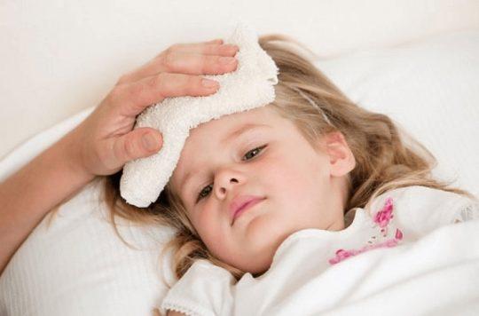 Trẻ sốt viêm họng kéo dài bao lâu? Khi nào cần gặp bác sĩ?
