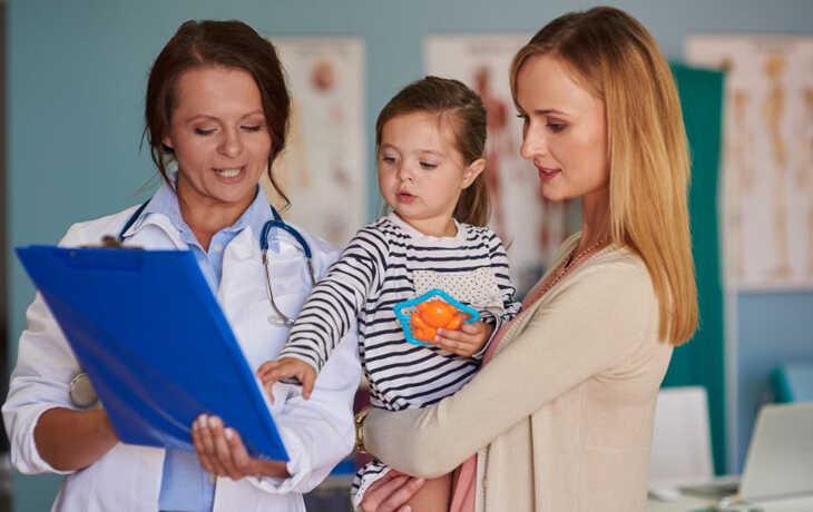 Dựa vào sức khỏe và tình trạng bệnh lý bác sĩ sẽ tư vấn cách xét nghiệm phù hợp với trẻ