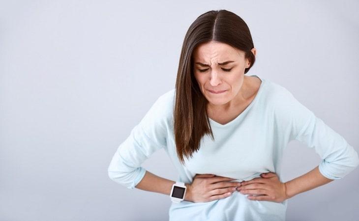 Khi bị viêm dạ dày ruột, ngược mắc thường bị đau bụng dữ dội do rối loạn tiêu hóa