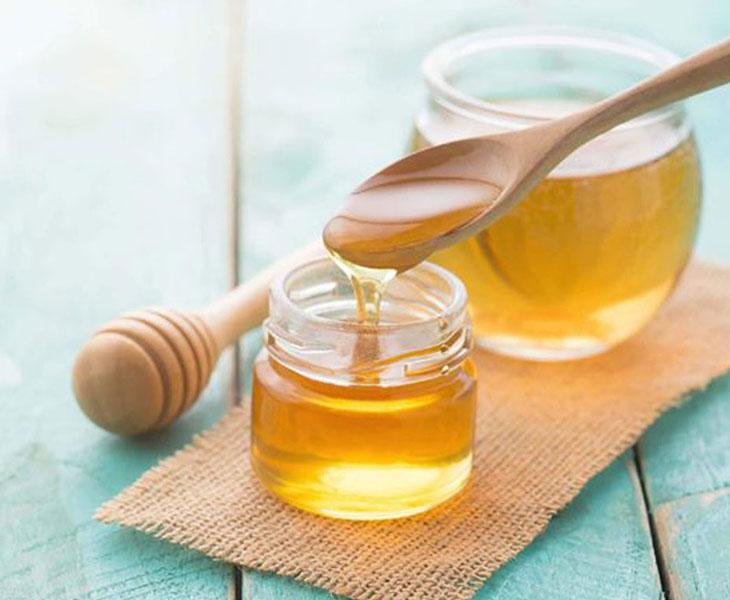 Mật ong có vị ngọt, tính ấm, rất hiệu quả trong việc điều trị bệnh viêm họng