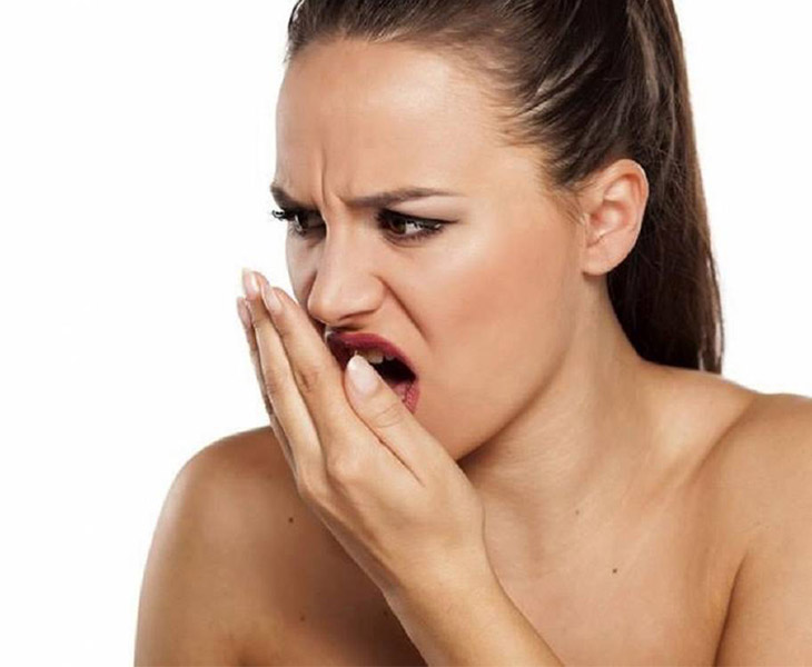 Viêm họng hạt gây hôi miệng sẽ tạo ra tâm lý lúng túng, ngại ngùng, mất tự tin khi giao tiếp cho người bệnh