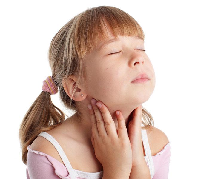 Trẻ em bị viêm họng hạt có thể gây đau họng, nghẹt mũi thường xuyên