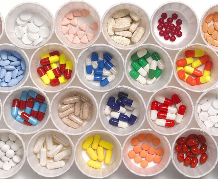 Dùng thuốc kháng sinh trị mụn ẩn nên tuân thủ theo chỉ định của bác sĩ