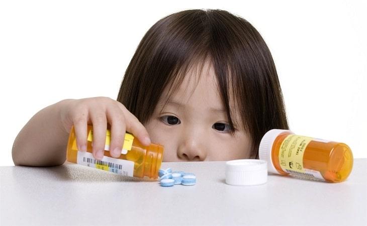 Cha mẹ nên thận trọng khi sử dụng thuốc tây chữa viêm loét cho trẻ