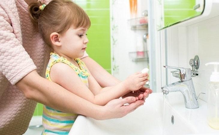 Tạo thói quen rửa tay trước khi ăn cho trẻ