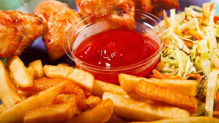 Hạn chế đồ ăn cay nóng, nhiều dầu mỡ trong quá trình trị viêm phần phụ