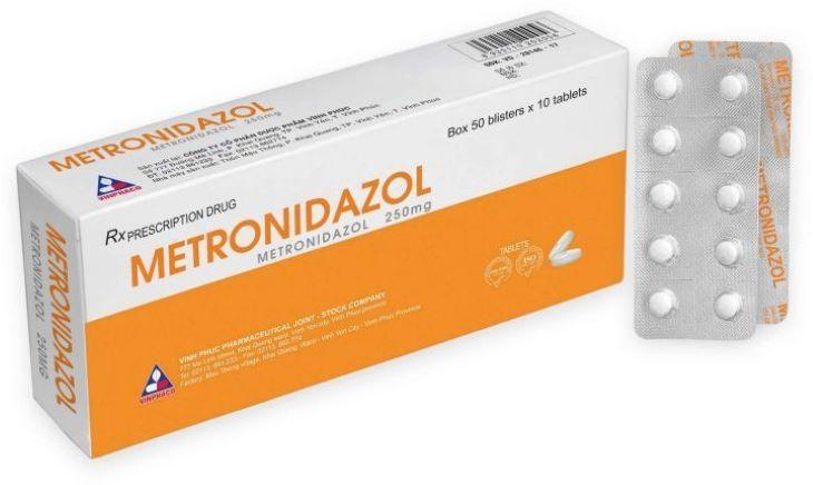 Metronidazol là viên uống thường được chỉ định để điều trị viêm phần phụ cho tạp khuẩn