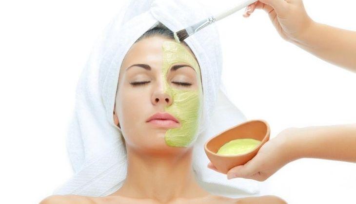 Chăm sóc da mặt đúng cách khi sử dụng bơ trị mụn