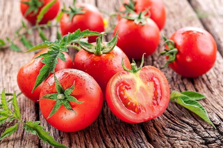Cà chua và bột sắn dây trị nám, tàn nhang, chăm sóc da một cách tự nhiên