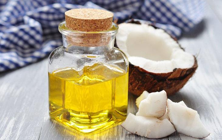 Dầu dừa chứa nhiều thành phần và dưỡng chất giúp chăm sóc da và làm mờ tàn nhang hiệu quả