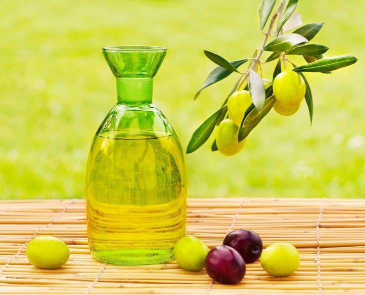 Cách trị nám tàn nhang bằng mật ong và dầu oliu rất đơn giản mà lại hiệu quả