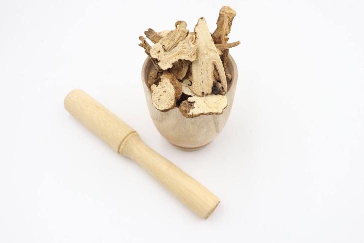 Trong cây bình vôi chứa lượng độc tố nhất định cần chú ý khi dùng