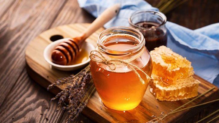 Nghệ thường được kết hợp với mật ong để tăng hiệu quả điều trị trào ngược dạ dày