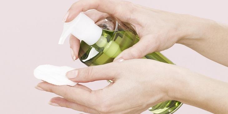 Da bị mụn ẩn có nên dùng dầu tẩy trang?