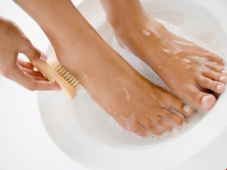 Giữ vệ sinh thường xuyên, sạch sẽ là bước đầu giúp phòng tránh bệnh hắc lào ở chân hiệu quả