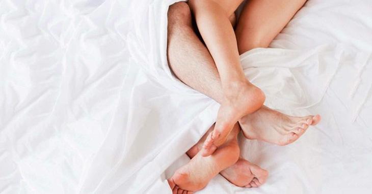 Quan hệ tình dục với người bị hắc lào cũng làm tăng nguy cơ mắc hắc lào ở vùng kín
