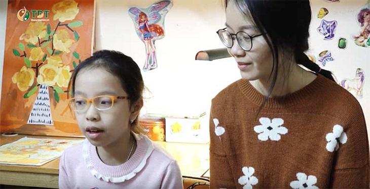 Bé Tùng Chi và mẹ kể lại hành trình chữa bệnh dạ dày của mình