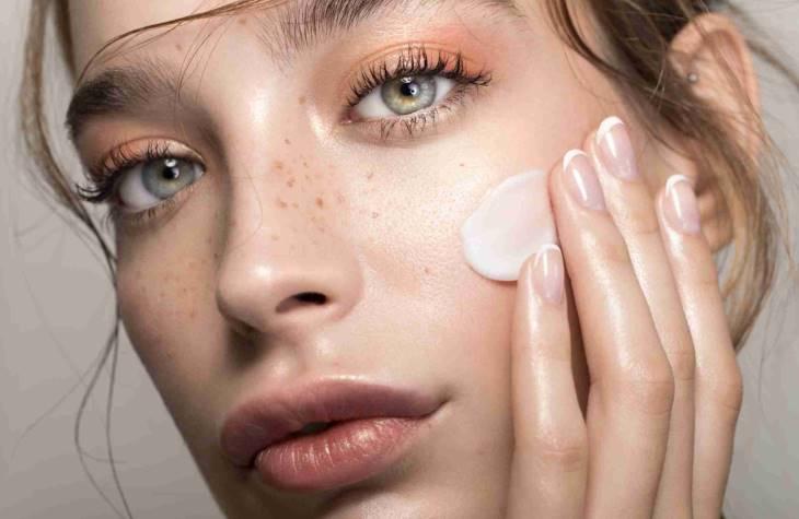 Kem trị tàn nhang Yanhee Mela Cream được nhiều chuyên gia đánh giá cao