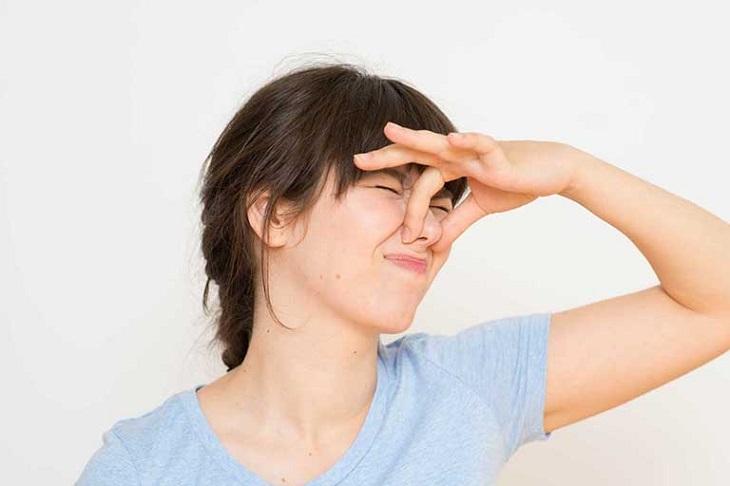 Khí hư có mùi chua đa phần là do nhiễm nấm men âm đạo
