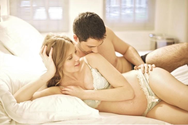Mang thai cũng có thể nguyên nhân khiến phụ nữ khi quan hệ ra nhiều nước