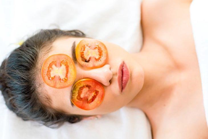 Mặt nạ trị tàn nhang từ cà chua cực đơn giản cho phái đẹp